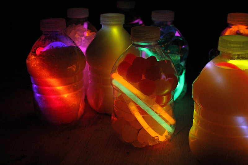 glow in the dark discovery bottles