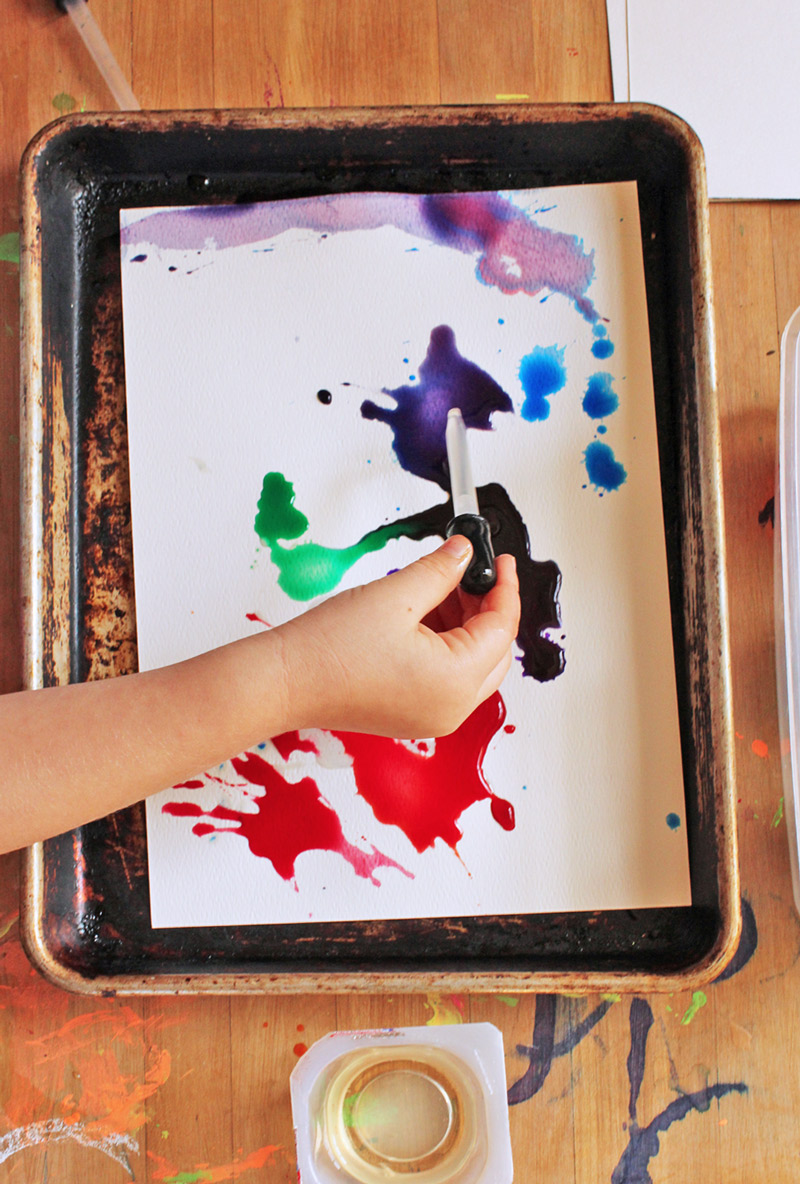 Easy art projects for kids: Combine oil and watercolors in a science meets art experiment!