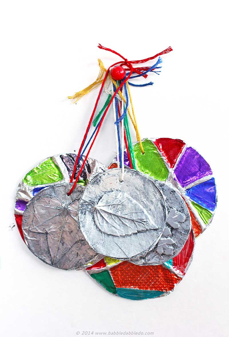 Simple homemade Christmas ornaments- Embossed Ornaments | Easy project for kids and adults with stunning results! We used household aluminum foil to make them.