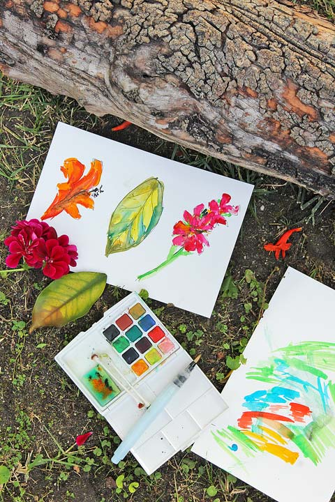 Here's an art idea: Make art on the go! 5 reasons to take art outside. Ideas for where to go, what to bring, tips for enjoying an outdoor art adventure and an introduction to watercolor painting for kids!